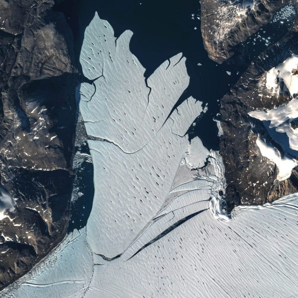 Separation of Manhattan Is. sized ice shelf pieces from 79 Glacier far northeastern Greenland 2